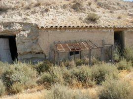 Bargain Cave for renovation in the Venta del Peral area